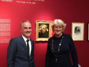"Kulturstaatsministerin Prof. Grütters mit Museumsleiter Dr. Martin Faass und Van Goghs ""Bäuerin"""