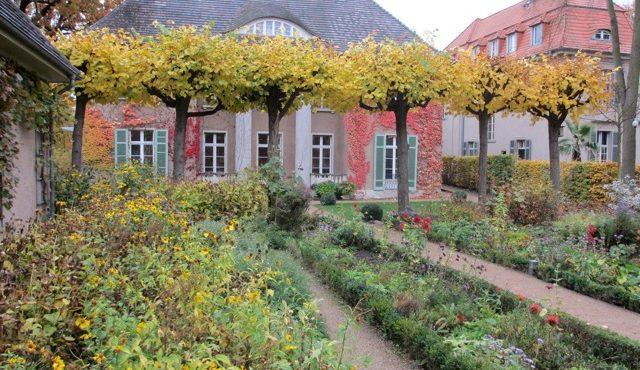 Die Villa im Herbst