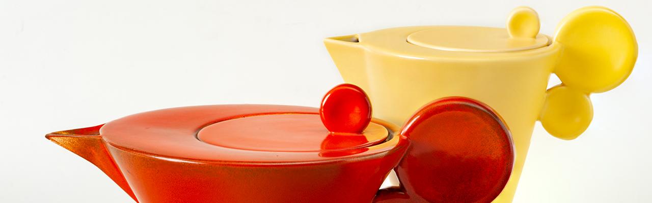 Rote und Gelbe Keramikkanne